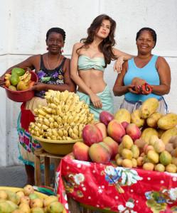 Rubras-modella-estate-2014-frutta